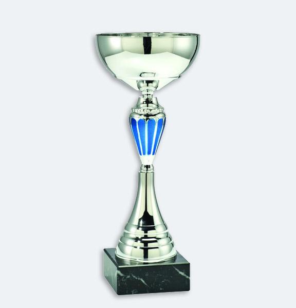 Bergamo - Pokal i silver med blå detaljer och svart marmorsockel (24411)